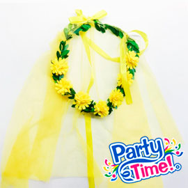 corona de flores amarilla con velo